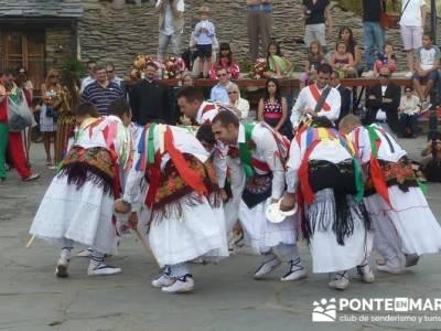 Majaelrayo - Pueblos arquitectura negra - Fiesta de los danzantes, Santo Niño; señalizacion sender